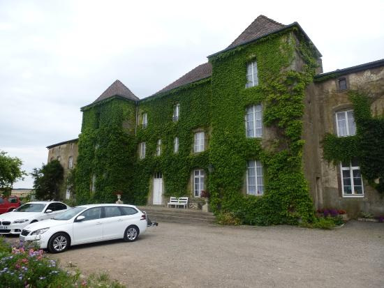 Tarquimpol, Frankrike: Chateau Exterior