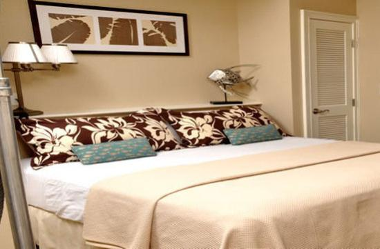 Carillon Beach Resort Inn: Deluxe King Suite