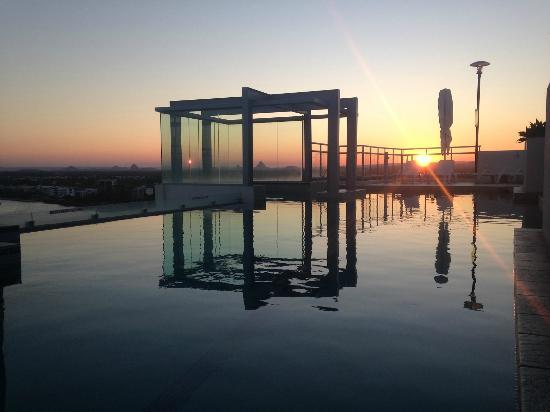 Pumicestone Blue Resort : Rooftop Pool Sunset