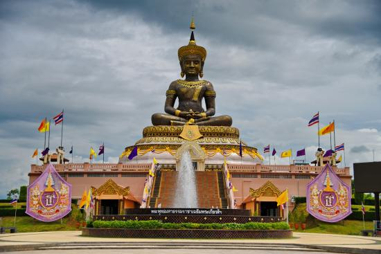 Phetchabun, Thailand: ด้านหน้าองค์พระ