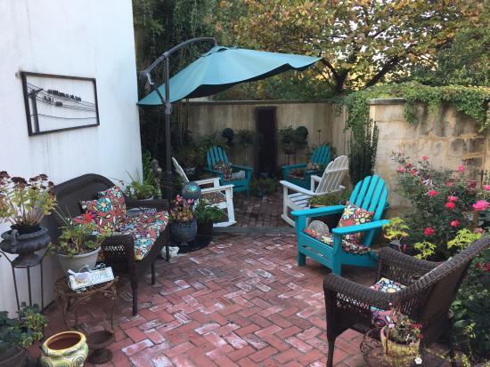 The Inn at 400 West High: Garden