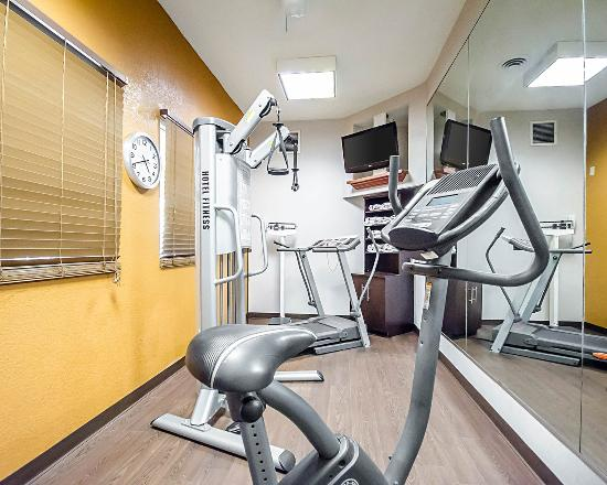 Quality Suites: Fitness center