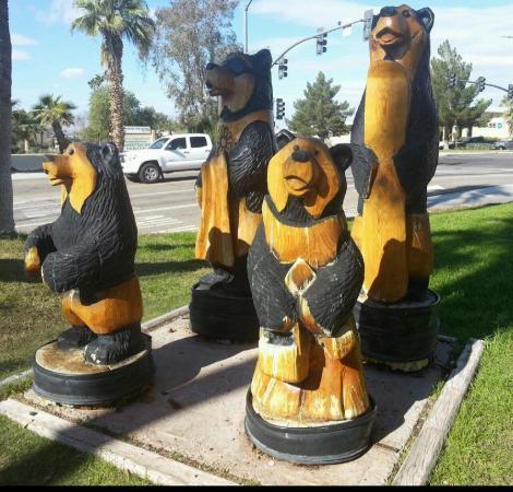 Black Bear Diner: Bears!