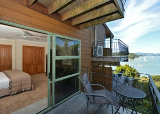 Cliff Edge by the Sea: Kowhai Room /balcony and views