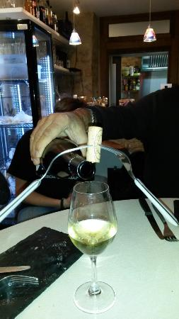 Les Vins De Maurice: Service du Vin - Bouchon sur la bouteille