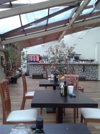 Villa Prato: breakfast room/bar
