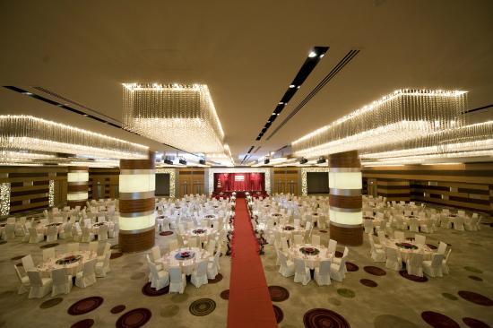 L Hotel Nina Et Convention Centre Tripadvisor