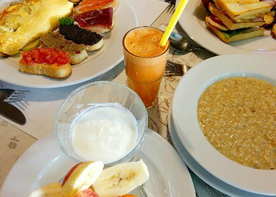 Good Morning Dear Friends Breakfast Is Ready Foto Van Fine