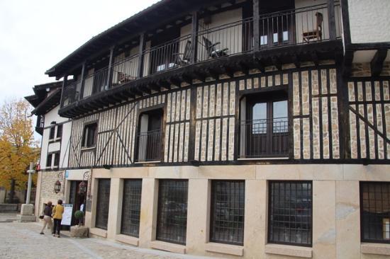 Hotel Spa Villa de Mogarraz: Aspecto del hotel.Aqruitectura típica de Las Batuecas