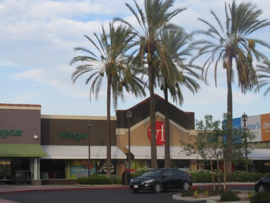 Lake Elsinore Outlet Center