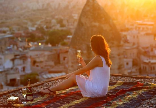 Sultan Cave Suites: Rooftop at Sunrise