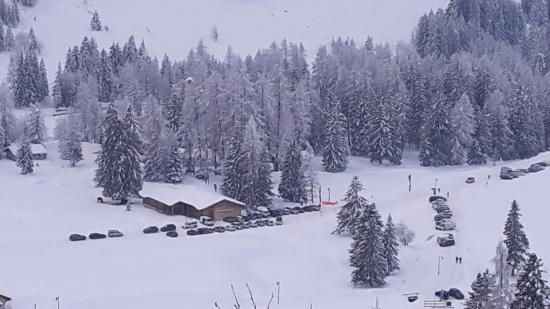 Cortina Dolomiti Ski School : Горы снега