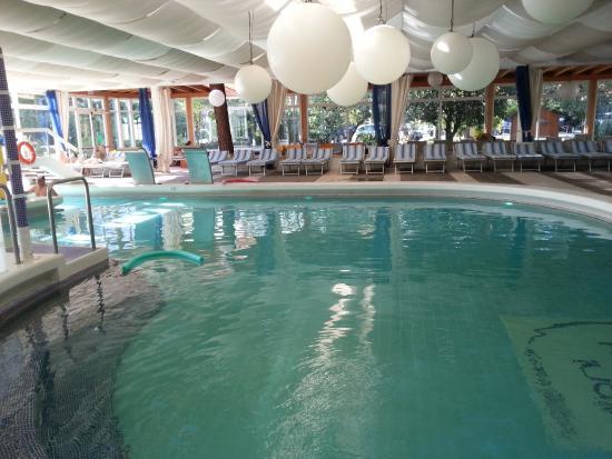 Piscina coperta foto di hotel mioni royal san montegrotto terme tripadvisor - Hotel mioni pezzato ingresso piscina ...