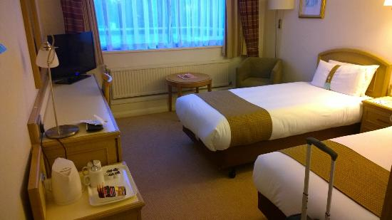 Holiday Inn Peterborough West: Room 245 with nice beds and good bathroom