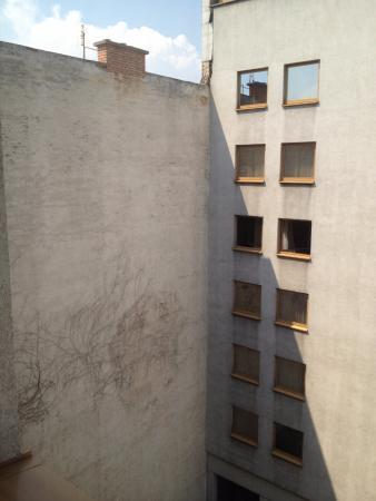 Hotel Hungaria City Center: Вид из номера