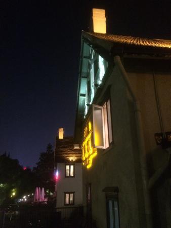 ShangHai Xi Jia HuaYuan (JingAn): 石庫門が入口に山積み