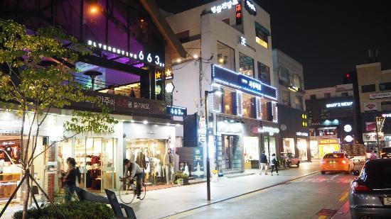 บรรยากาศร้านค้าใน Apgujeong Picture Of Apgujeong Rodeo