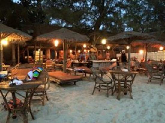Sunshine Cafe Otres beach : The evening view