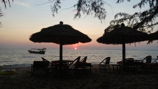 Sunshine Cafe Otres beach : lovely evening