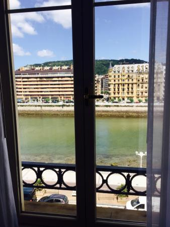 Hotel Maria Cristina, a Luxury Collection Hotel, San Sebastian : River view from room