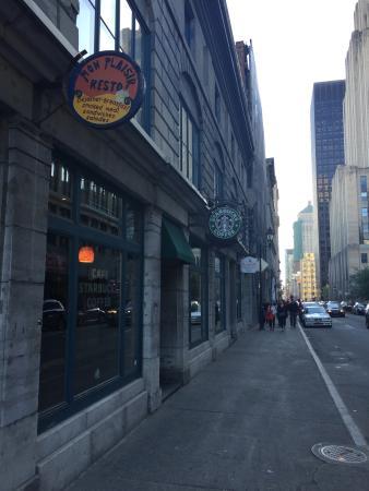Starbucks McGill & Notre-Dame