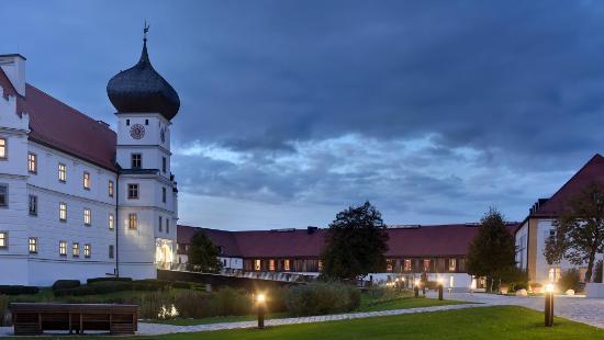 Schloss Hohenkammer bei Nacht