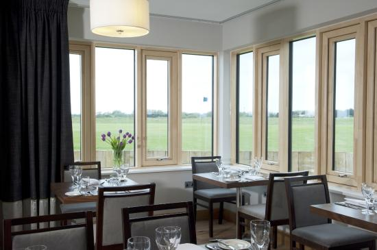 The Lodge at Princes Golf Club: The Brasserie on the Bay