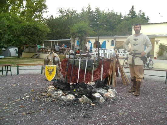 Camping La Vallée du Ninian : Initiation escrime Médiévale au Camping.. chouette activité pour les grands et le petits