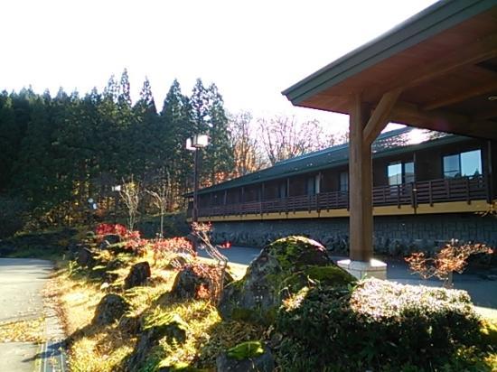 Plaza Hotel Sanrokuso Annex Shikisai: ホテル正面(こちら側の部屋の方が眺めがいいと思います)