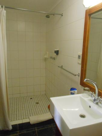 Meike's Guesthouse: Bathroom