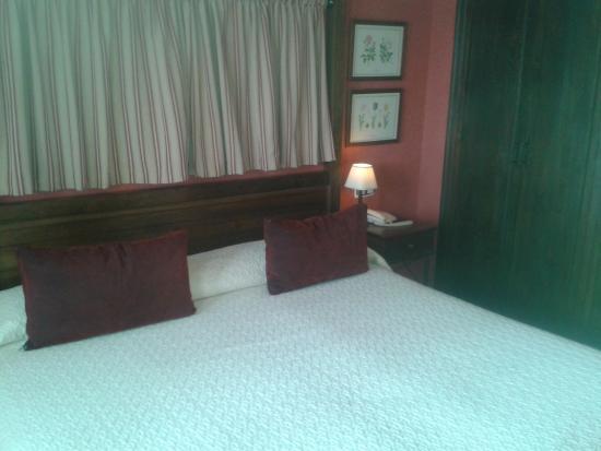 Hacienda Los Robles: Dormitorio con encanto