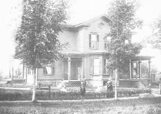Sodus Point, Нью-Йорк: 1890s photo of the Carriage House Inn