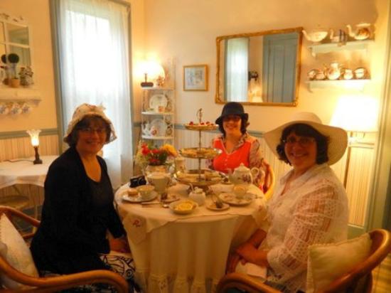 Sodus Point, Нью-Йорк: Tea Time in the Lillian Tea Room