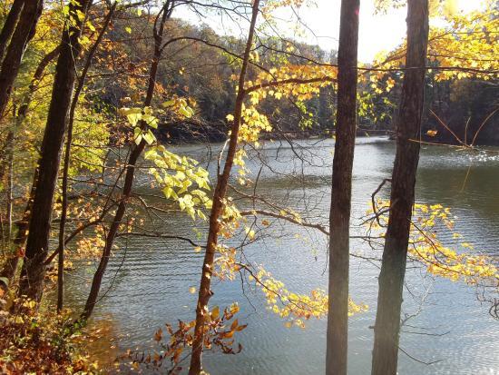 Hilham, Теннесси: Lakeside trail