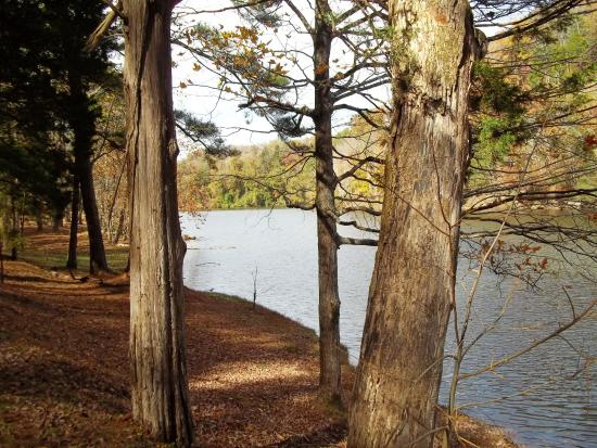 Hilham, Tennessee: Lakeside trail
