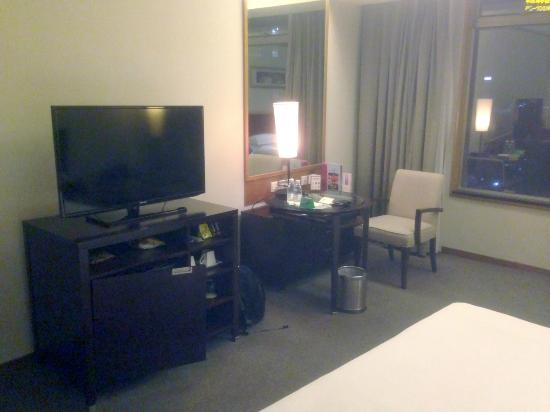South China International Hotel : room