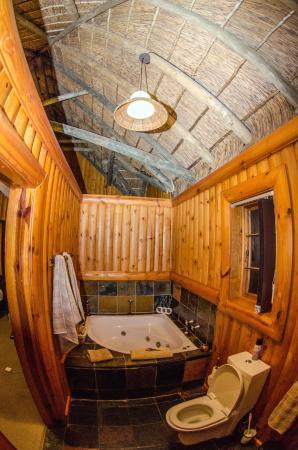 Addo Afrique Estate: Badezimmer mit Whirlpool in der Honeymoon Suite