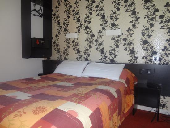 Rev'Hotel Coignieres-Maurepas