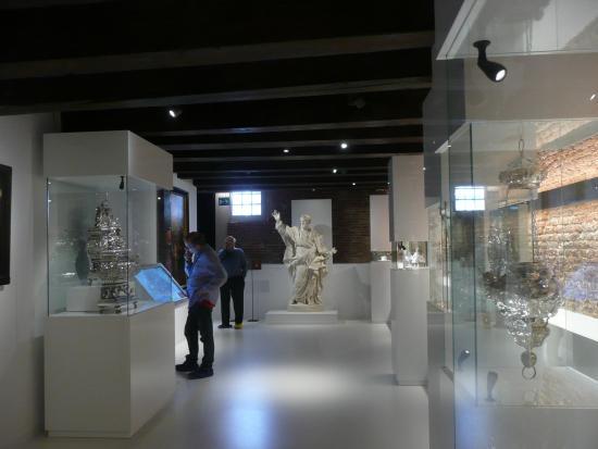 Museum Ons'Lieve Heer Op Solder: Exhibition downstairs
