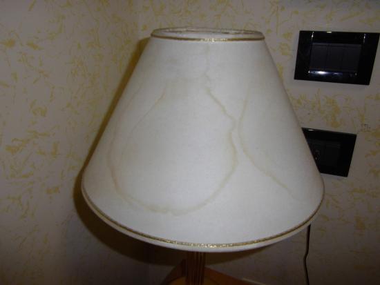 Hotel Stromboli: La lampe de chevet