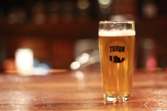 Bassano Romano, Italien: Birra sul bancone