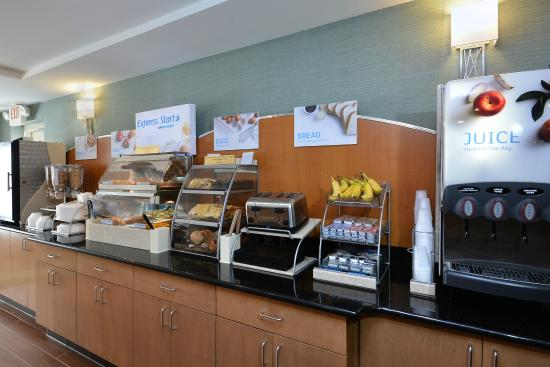 Holiday Inn Express & Suites High Point South: Quick Breakfast Bar