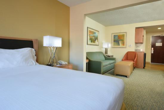 Holiday Inn Express & Suites High Point South: Suites give you more room.
