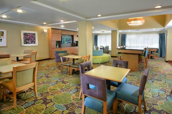 Holiday Inn Express & Suites High Point South : Breakfast Dining Room