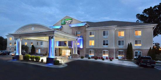 Holiday Inn Express & Suites High Point South: Exterior at Night