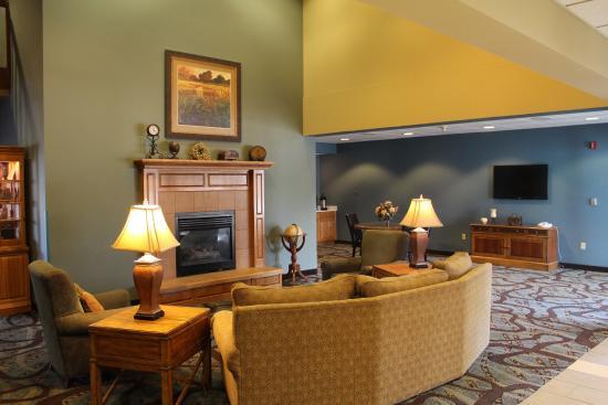 Best Western Holiday Manor Newton Iowa: Lobby