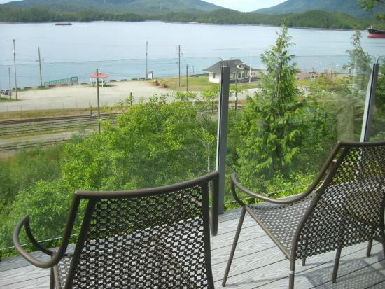 Inn on the Harbour: Deck off breakfast area.