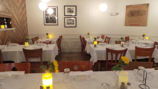 Restaurant Voila French Bistro