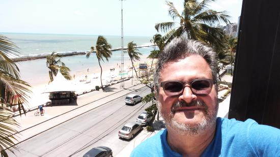 Grand Mercure Recife Boa Viagem: A VIEW FROM THE POOL