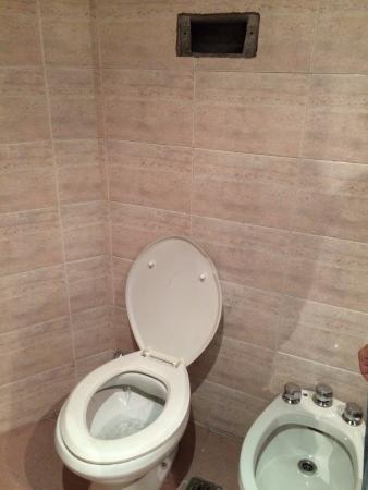Gran Hotel Libertad: Scarico wc mal funzionante e quindi tolto